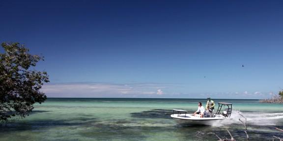 Beavertail skiffs running in the marquesas